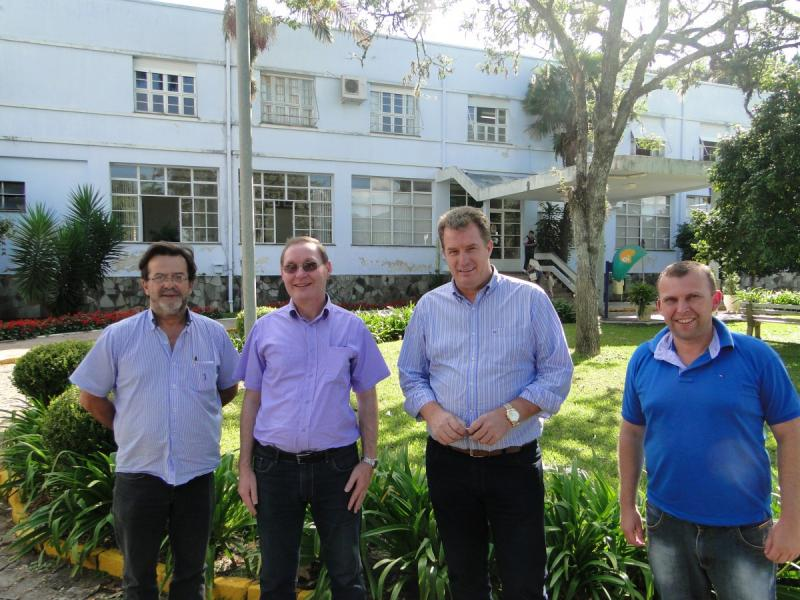Comitiva e o Vice Prefeito do Município de Flores da Cunha