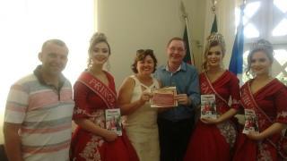 Prefeito Paulo Mertins e Vice prefeito Fábio Schneider recebem visita em seu Gabinete